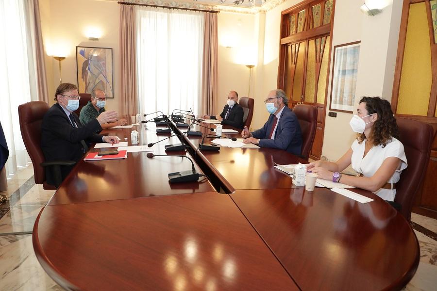 Ximo Puig anuncia la próxima firma de un convenio con Ascer para apoyar a la cerámica